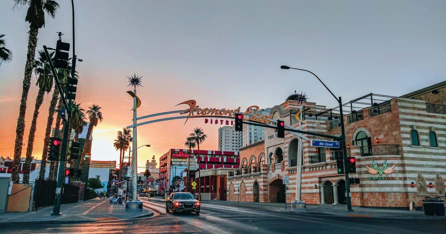 Greentube Lasvegasas noskaņai pievieno Cops 'n' Robbers Vegas Nights